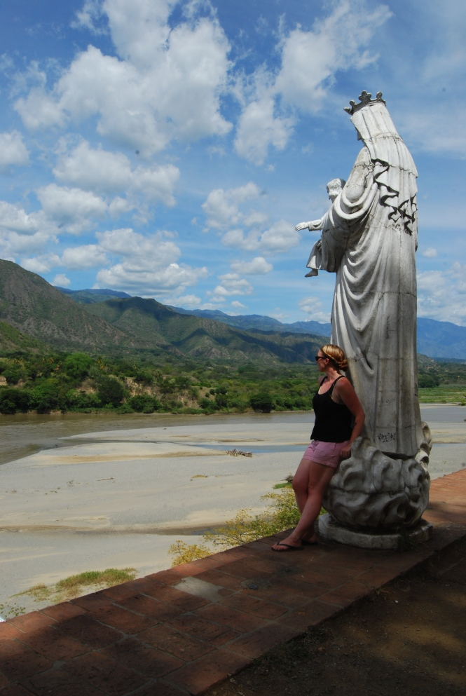 La Virgen and I overlooking the Río Cauca.